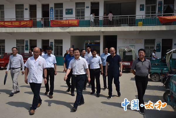 """太和县委书记杨波督导脱贫攻坚""""两不愁三保障""""及饮水安全工作"""