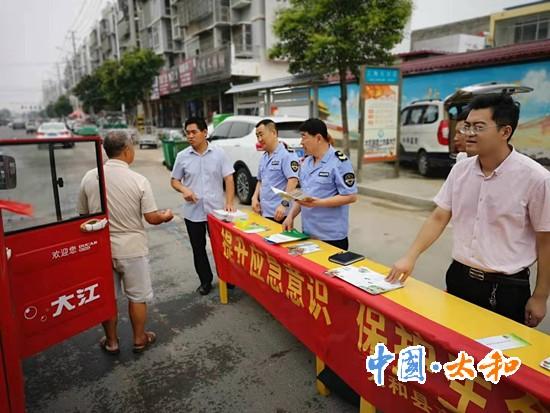旧奔驰宝马电玩城网站镇开展食品安全周主题宣传活动