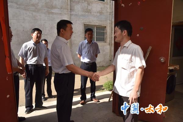 太和縣委書記楊波深入一線調研脫貧攻堅工作