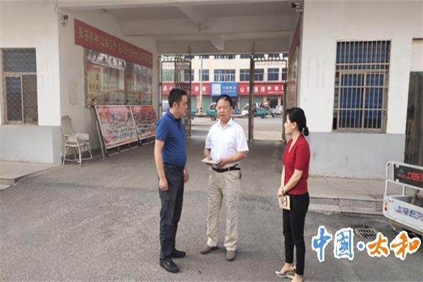 大新镇党委政府国庆节前走访慰问老党员、老