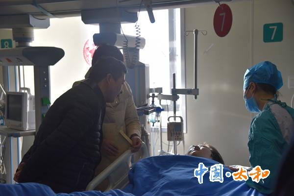 太和县委书记杨波看望慰问基层扶贫干部患病子女