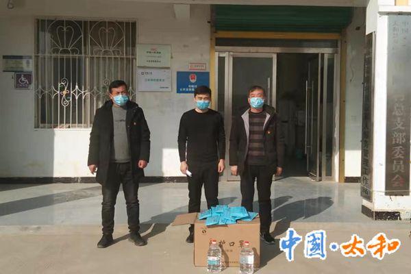 爱心人士张璇为司疃村捐献500个口罩,两瓶医用酒精_副本1.jpg