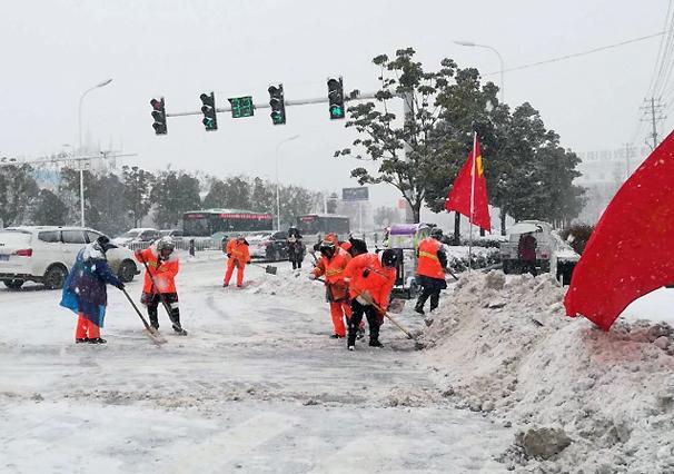 全市各部门迅速行动全力抗雪