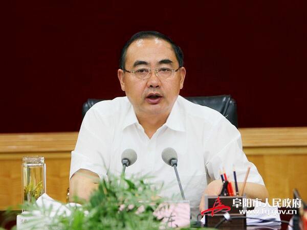 孫正東主持召開2018年度第九次市長例會