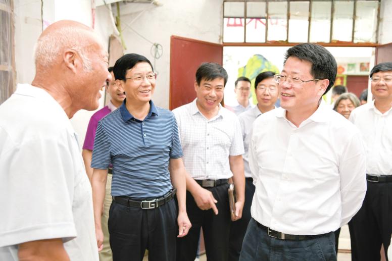 楊光榮到阜南縣調研村莊整治和移民搬遷工作