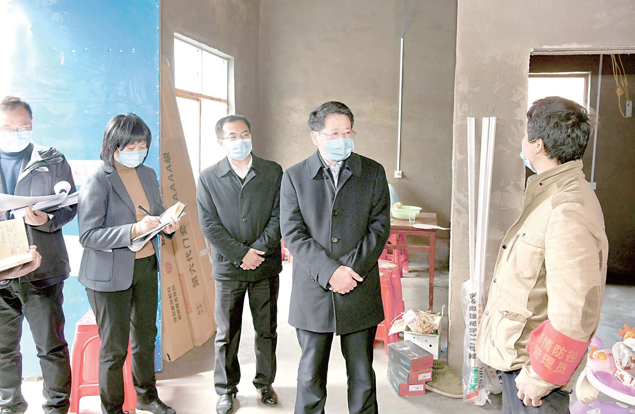 杨光荣到临泉县督查调研脱贫攻坚工作