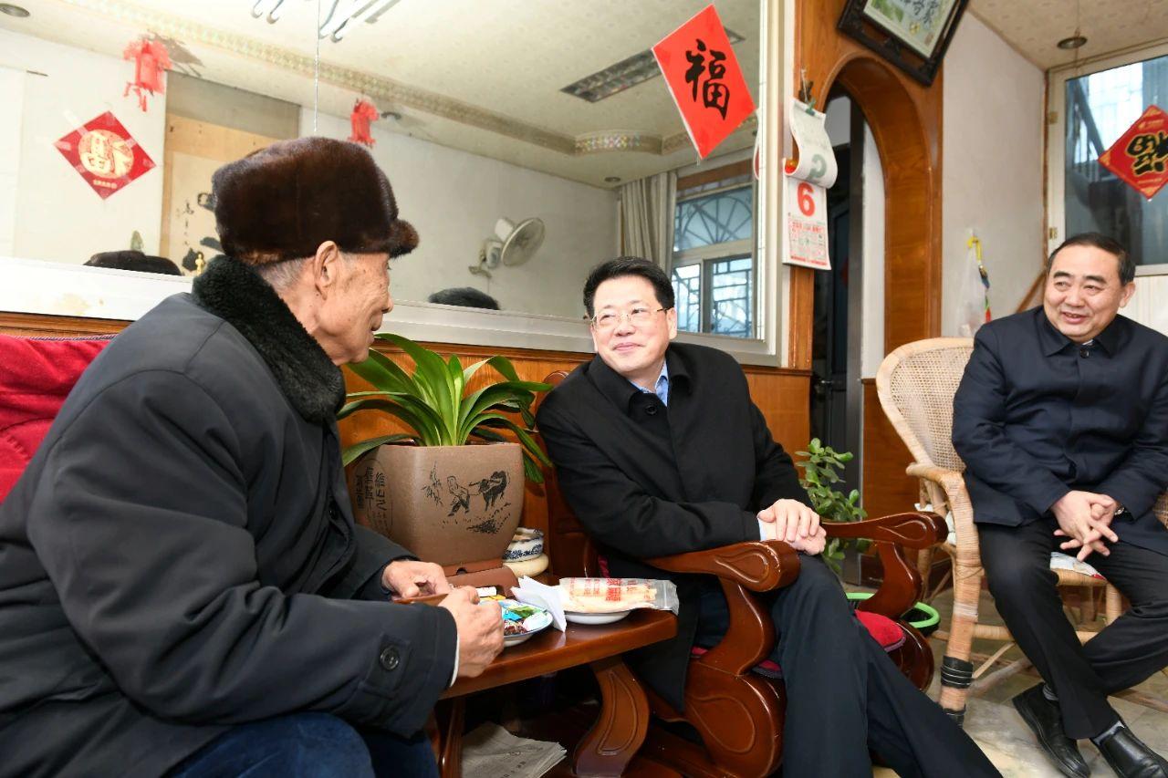 楊光榮孫正東等市領導親切看望慰問老干部