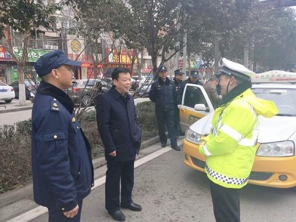 齐超慰问春节期间坚守岗位一线执法人员
