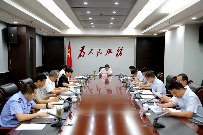 张银军主持召开县委常委会会议