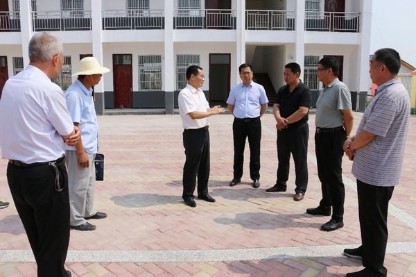 鄧真曉督查鄉鎮街道公廁管理和農村環境整治工作