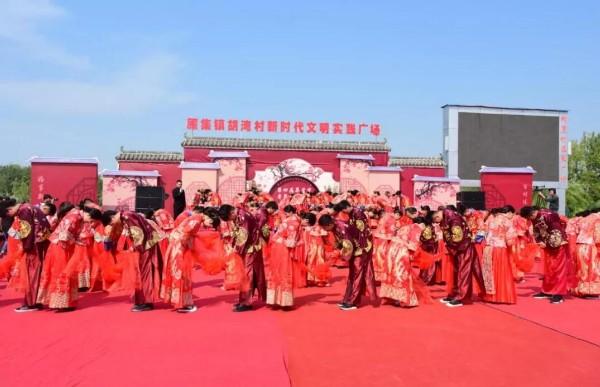 界首70對青年集體婚禮祝福祖國生日