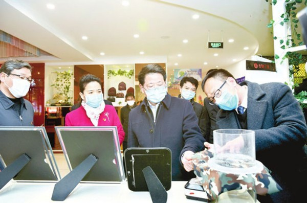 楊光榮來界首調研督導疫情防控和企業復工復產工作