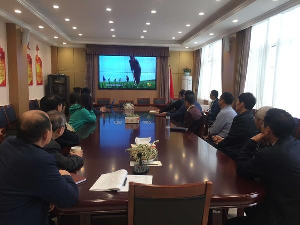 10月22日市发展改革委组织党员干部集中观看《榜样4》.jpg