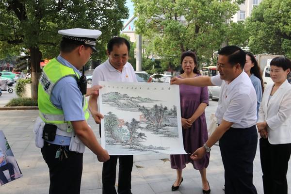李涛书记走访慰问优秀共产党员代表和部分困难党员