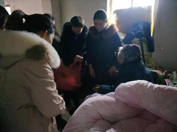 """王堰镇妇联开展""""把爱带回家""""温暖寒冬 (3).jpg"""