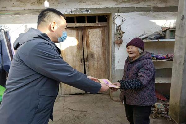 市医保局赴大王村走访慰问困难党员及老党员.jpg