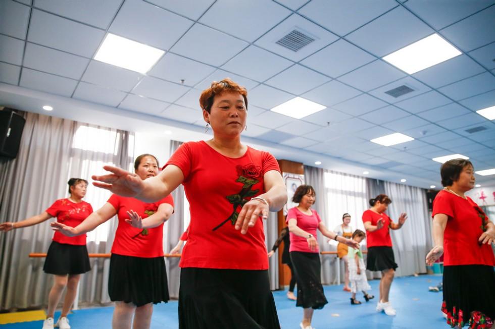 福和社区群众跳起欢快的舞蹈   李福凯  摄_副本.jpg