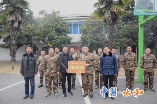 县委副书记、县长刘牧愚慰问离退休干部和困难老党员