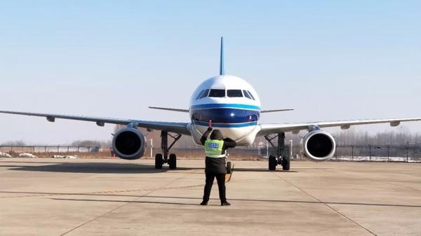 航班飞往北京每周达10班,其中周1,3,5,7各1班,周2,4,6各2班;飞往上海